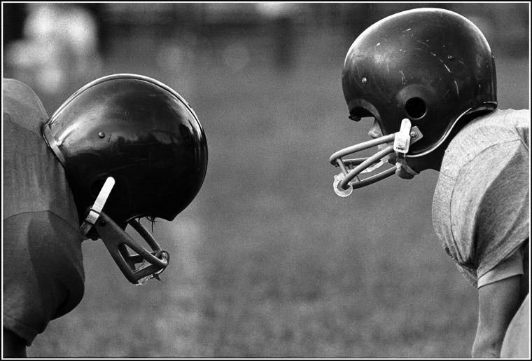 qf074a4_football_helmets